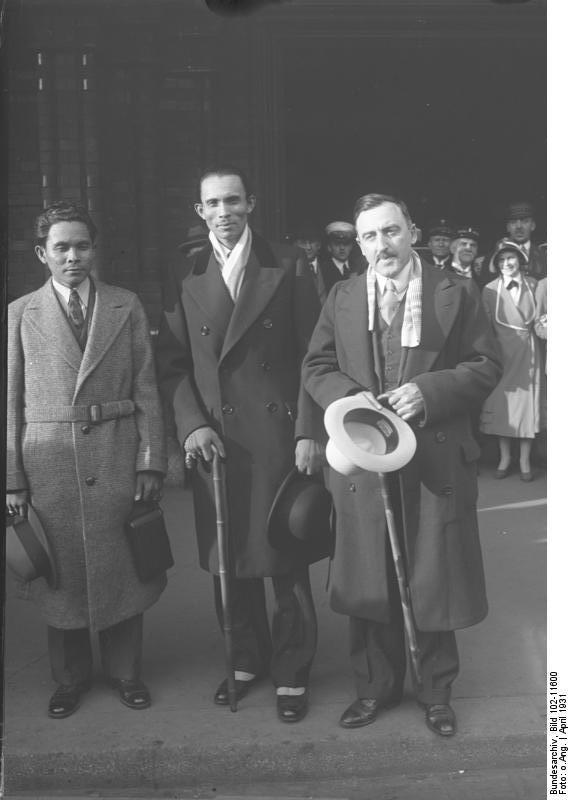 Hilario Camino Moncado mit Sekretären